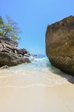KOH 4, parc national d'îles de Similan, province de Phang Nga, Thaïlande du sud Avec la plage blanche, la belle eau Photographie stock libre de droits