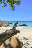 Koh 4, parque nacional das ilhas de Similan, província de Phang Nga, Tailândia do sul Com praia branca, água bonita Fotos de Stock Royalty Free