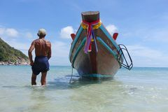Koh Pha Ngan Таиланд Phangan Koh пляжа бутылки taxiboat Longtail стоковая фотография