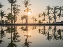 Koh Phangan, THAILAND - 15. März 2017 - Luxus-Resort-Sonnenuntergang konkurrieren Lizenzfreies Stockbild