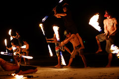 KOH SAMED, THAILAND - MARS 24: Firestarters offentlig show Royaltyfria Bilder