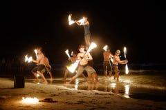 KOH SAMED, THAILAND - MARS 24: Firestarters offentlig show på Arkivfoton