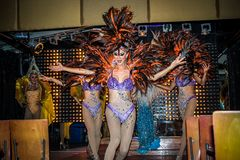 KOH SAMUI, TAILÂNDIA 2013, 2 APRIL Transvestites dentro Fotografia de Stock