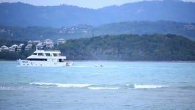 Koh Samui tailândia 18 jule 2014 Barco no mar vídeos de arquivo