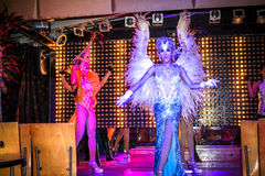KOH SAMUI, TAILANDIA 2013, 2 APRIL Transvestites adentro Fotografía de archivo