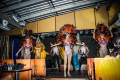 KOH SAMUI, TAILANDIA 2013, 2 APRIL Transvestites dentro Immagine Stock