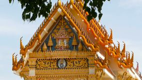 Koh Samui, Tailandia - 13 de julio de 2018: Wat Khunaram Templo budista de Kunaram almacen de video