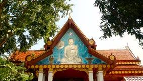 Koh Samui, Tailandia - 13 de julio de 2018: Wat Khunaram Templo budista Retrato de su rey Bhumibol Adulyadej de la majestad almacen de metraje de vídeo