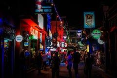 KOH SAMUI, TAILANDIA vida nocturna de la calle del 2 de abril de 2013 foto de archivo libre de regalías
