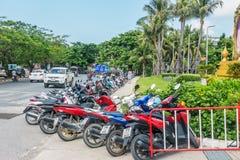 KOH SAMUI, THAÏLANDE - 15 décembre 2017 : Stationnement de Motobike près de CentralFestival Samui Images libres de droits