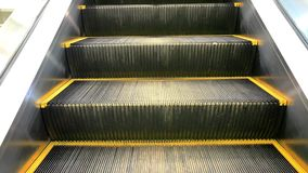 KOH SAMUI, THAÏLANDE LE 19 JUILLET 2014 Escalator mobile banque de vidéos