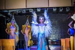 KOH SAMUI, THAILAND 2013, 2 APRIL Transvestites in Royaltyfri Foto
