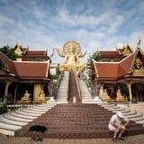 KOH SAMUI, THAILAND - 24 DEC: Grote Boedha in Wat Phra Yai in Koh Royalty-vrije Stock Afbeelding