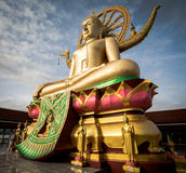KOH SAMUI, THAILAND - 24 DEC: Grote Boedha in Wat Phra Yai in Koh Royalty-vrije Stock Afbeeldingen