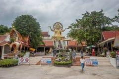 KOH SAMUI, THAILAND - December 19, 2017: Wat Phra Yai Wat Phra Yai bekant på engelska som den stora Buddhatemplet, är en buddisti royaltyfri foto