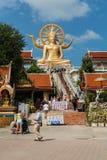 KOH SAMUI, THAILAND - JAN 23 : Big buddha with many of tourist i Royalty Free Stock Image