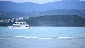Koh Samui thailand 18 jule 2014 Boot op het overzees stock videobeelden
