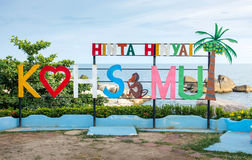 KOH SAMUI, THAILAND - OCTOBER 17, 2016: Tourist welcoming sign o. F Samui island at Hinta hinyai, grandpa and grandma rocks with seaside in background royalty free stock photos