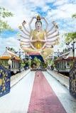 KOH SAMUI, THAILAND - 21. OKTOBER 2016: Wat Plai Laem, buddhistisch stockbilder