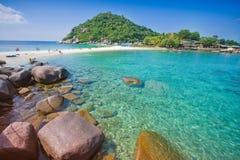 Koh tao ο σαφής ουρανός θάλασσας και μπλε ουρανού νερού για το ταξίδι στο όμορφο υπόβαθρο τοπίων φύσης στοκ εικόνες