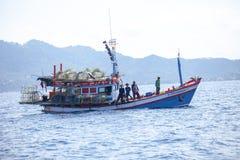 Koh Tao surathani Thailand - marsz 6,2018: tajlandzka rybołówstwo łódź ap obraz royalty free
