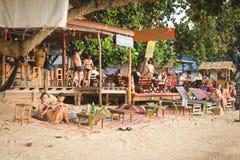 Koh Tao, Tajlandia, Luty 19, 2017: plażowy bar na Sairee plaży, obrazy stock