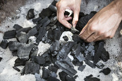 Kohle in einem Grill Lizenzfreies Stockfoto