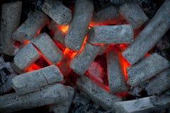 Kohle in einem Grill Stockbilder