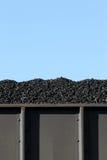Kohle im Frachtwaggon lizenzfreie stockfotografie
