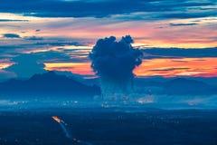 Kohlebeheiztes Kraftwerk Bergwerk-Mae Mohs in Thailand stockbilder