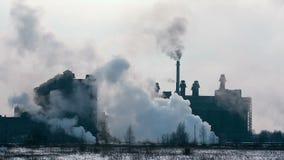 Kohlenanlage mit Emission von Sibirien in Russland stock video footage