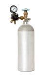 Kohlendioxyd-Behälter mit dem Regler lokalisiert auf Weiß Lizenzfreie Stockbilder