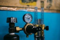 Kohlendioxyd-Zylinder reduser stockfotos