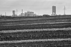 Kohlengrube und Felder Lizenzfreie Stockfotos