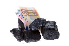 Kohlenuggets und -banknote Stockfoto