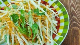 Kohlsalat mit Karotten und Kopfsalaten Stockfotografie