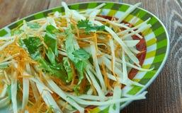 Kohlsalat mit Karotten und Kopfsalaten Stockfoto