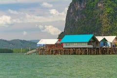KohPanyee bosättning som byggs på styltor i Thailand Royaltyfri Foto