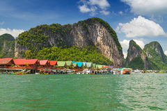 KohPanyee bosättning som byggs på styltor i Thailand Royaltyfri Fotografi