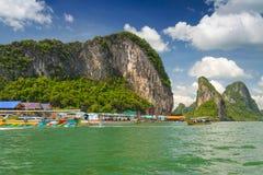 KohPanyee bosättning som byggs på styltor i Thailand Arkivfoto