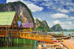 KohPanyee bosättning som byggs på styltor i Thailand Royaltyfria Foton
