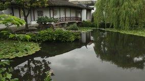 Koi Pond-Transportwagenschuß, Sun Yat-sen Park, Vancouver stock video