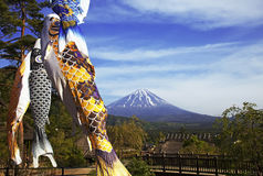 Koinbori vicino al monte Fuji Immagini Stock