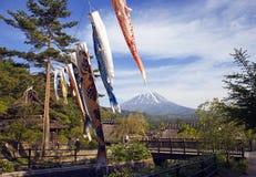 Koinbori vicino al monte Fuji Fotografia Stock