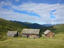 Koja i bergen i lantgård för Bayern Österrike Tyrol Tysklanddagbok Royaltyfria Foton