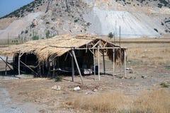 Koja med ett tak av sugrör Arkivfoton