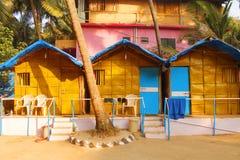 Kojorna på den Goa stranden Royaltyfri Fotografi