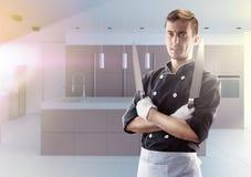 Kok met knifes met keuken op achtergrond, vooraanzicht het 3D teruggeven en foto Hoge Resolutie Stock Fotografie