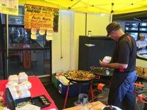 Kok Prepare Paella bij de Franse Markt van La Cigala Royalty-vrije Stock Afbeelding
