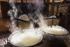Kokande salt bergigt av Nan Province, Thailand Arkivfoto